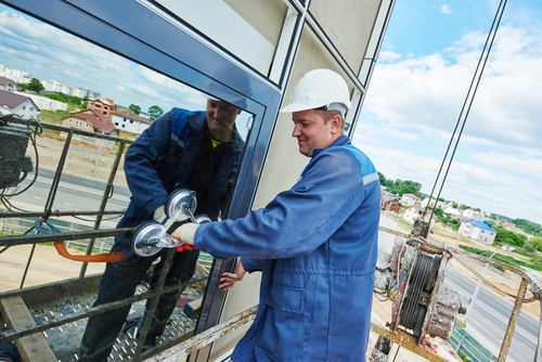 Glass and glazing contractor in Florida installs panel in commercial building